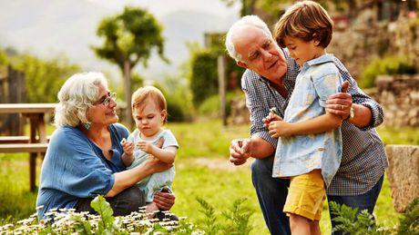 Mesaje de iubire pentru nepoți. 43 de urări pline de gingășie de la bunici pentru cei mici