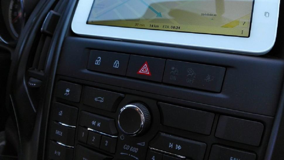 Noul Cod Rutier 2020. Tableta poate fi folosită la volan. Cât e amenda pentru telefon