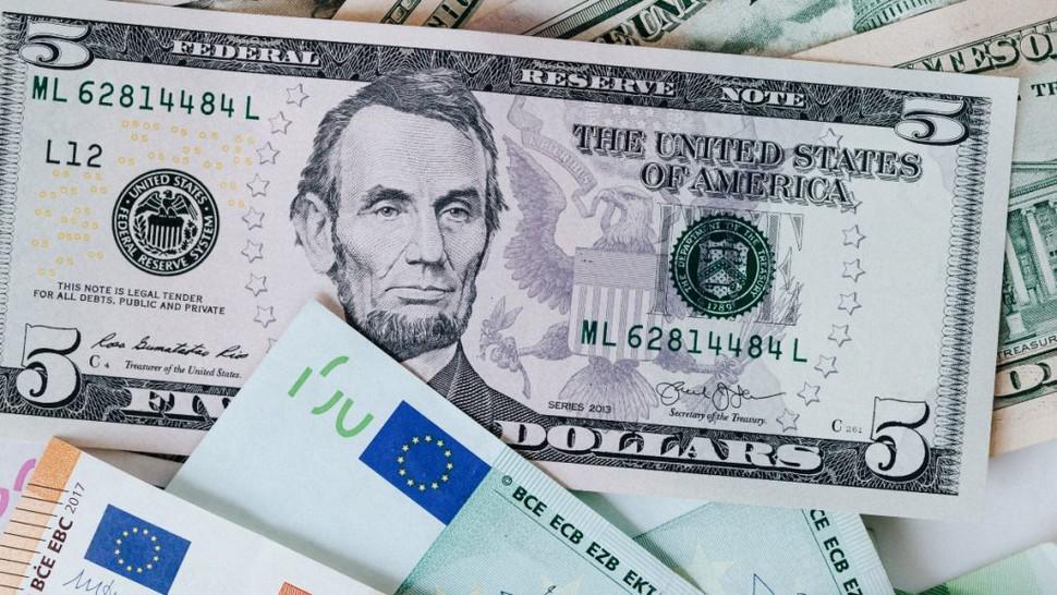 Curs valutar BNR joi 19 noiembrie. Valorile la care ajung euro și dolarul